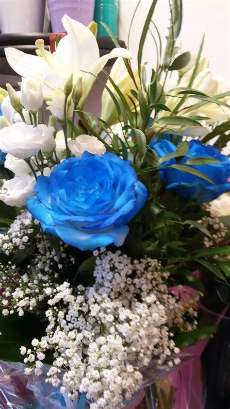 immagine mazzo di fiori mazzo di fiori bianco e bl 249 composto da lilium bianchi