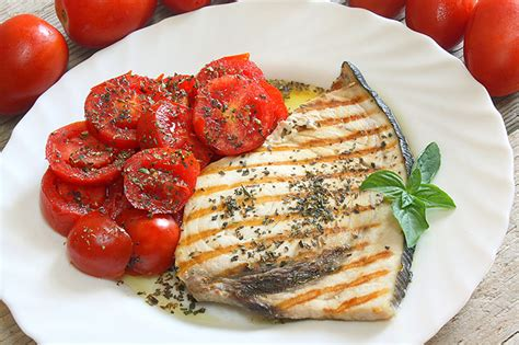 come si cucina il pesce spada a fette ricetta pesce spada al forno le ricette di fidelity cucina