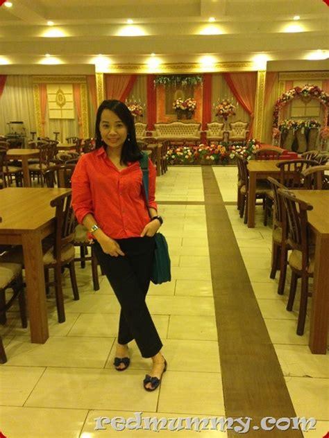 Dumbbell Di Mall handed in the flight pencinta merah