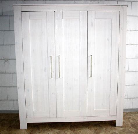 kleiderschrank kiefer weiß massivholz kleiderschrank f 252 r kinderzimmer wei 223 gewachst