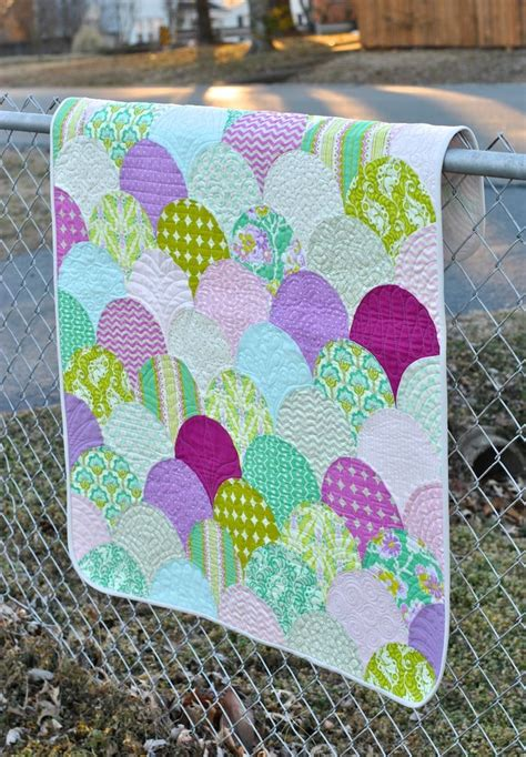 Clamshell Quilt Pattern by 25 Best Ideas About Mermaid Quilt On Mermaid