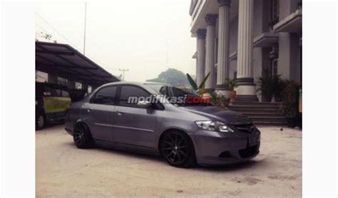 Per Standart Tengah Honda honda new city idsi abu abu 2007