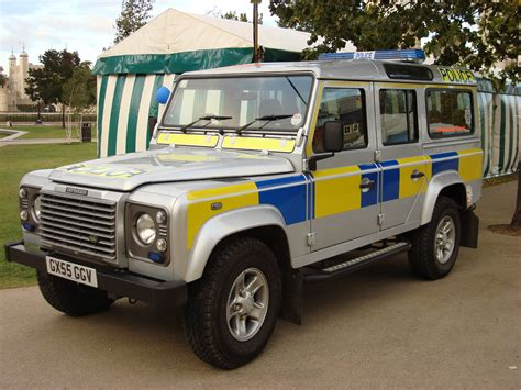 military land rover discovery land rover defender military wiki fandom powered by wikia