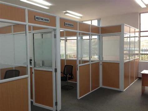 foto meja kerja minimalis modern inovatif kumpulan desain harga desain partisi ruangan kantor minimalis kaca