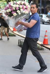 Bunch Of Flowers In A Vase Miranda Kerr Receives Huge Bunch Of Roses From Secret