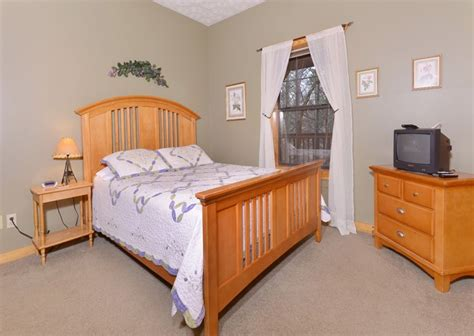 11 Bedroom Cabins In Gatlinburg by Gatlinburg Cabin Rentals Hillside Escape