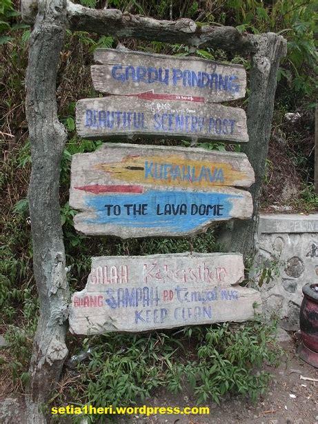 Lu Sorot Papan Nama menyusur gunung kelud yang tersenyuman elok mistis dan