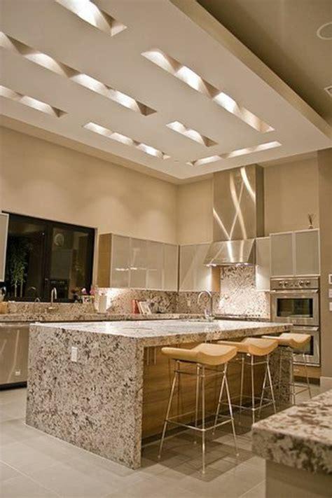 Supérieur Cuisine Maison De Campagne #8: plan-de-travail-en-marbre-faux-plafond-suspendu.jpg