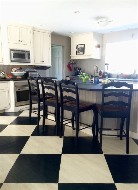Paint  Farmhouse Black  White Painted Checkered