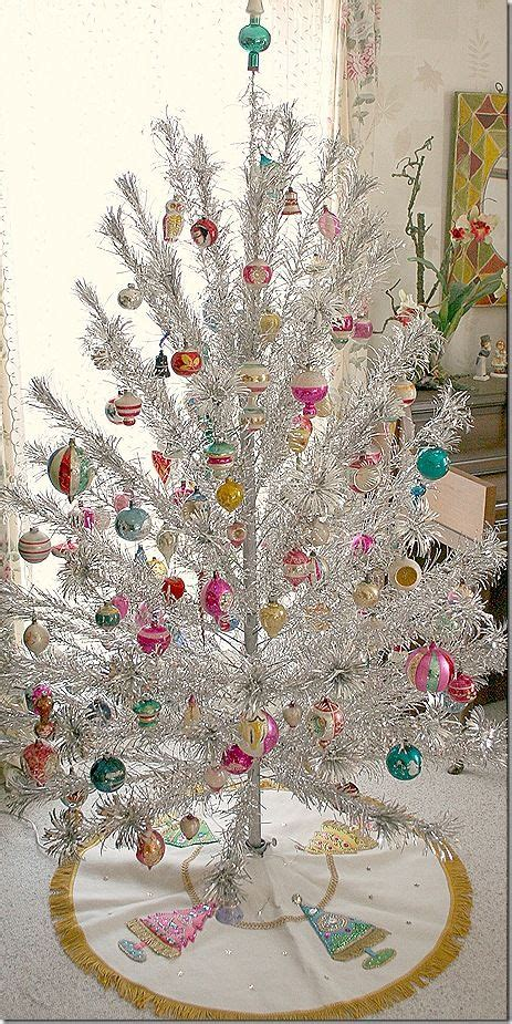vintage tinsel tree silver tree loved them even when i was a kid classic vintage