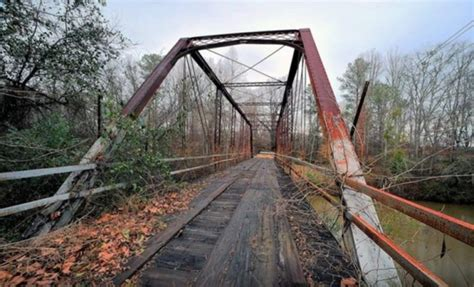 best haunted houses in alabama the story behind this haunted bridge in alabama is truly creepy alabama haunted