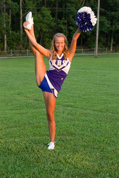 senior girl cheerleader senior cheerleading picture cheer pinterest