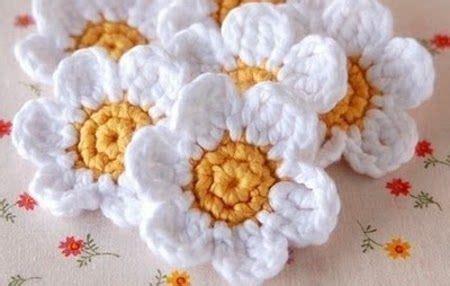 realizzare fiori all uncinetto raccolta di schemi e tutorial per realizzare fiori all