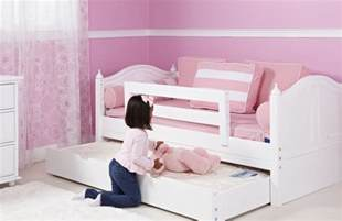 Toddler bed with trundle