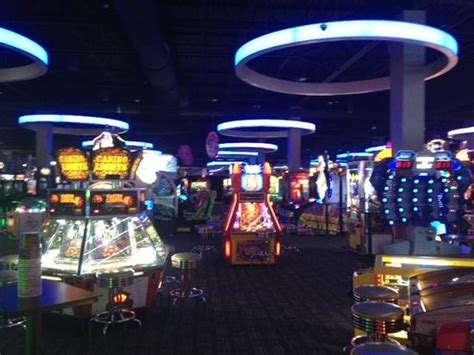 dave and busters room room picture of dave buster s syracuse tripadvisor