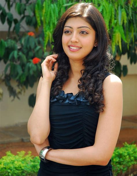Angel Praneetha: Actress Praneetha Pics in Jet Black Actress