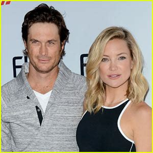 oliver hudson father kate hudson s brother oliver slams their estranged dad on