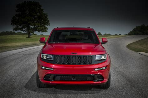 srt jeep 2015 jeep grand cherokee srt is no hellcat autoevolution