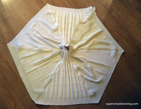 how to make a tree skirt diy tree skirt tutorial and free sewing pattern