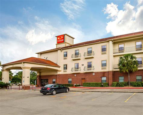 Econo Lodge Inn & Suites in Beaumont, TX   (409) 892 6