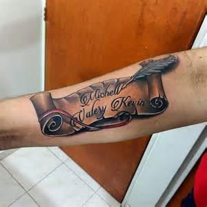 tatouage parchemin pour immortaliser un message fort