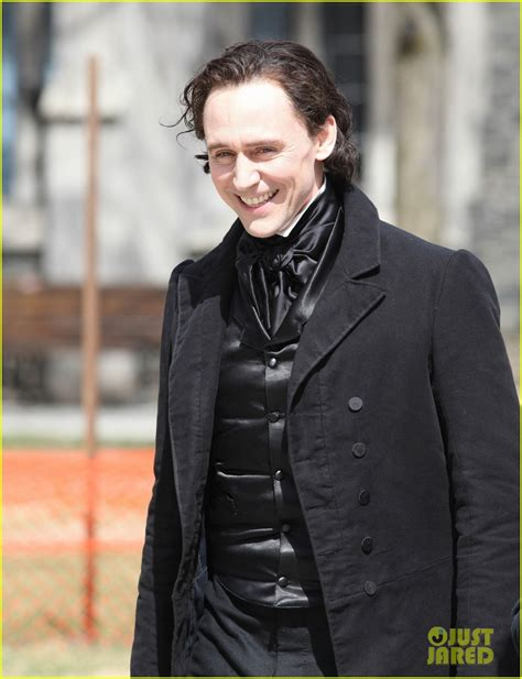 drake coat ragnarok tom hiddleston mia wasikowska don period attire for
