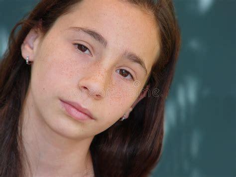 la ragazza della porta affianco porta affianco della ragazza immagini stock immagine 61284