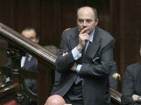 ultime notizie di politica interna italiana napoli ultime notizie economia e finanza corriere