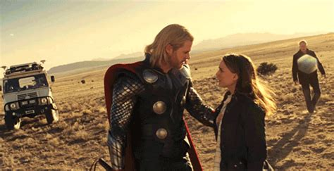 film thor kiss when he kisses the crap out of jane chris hemsworth thor