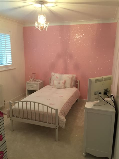 Glitter Decorations For Bedroom by Baby Pink Glitterwallpaper Used Here In A Bedroom