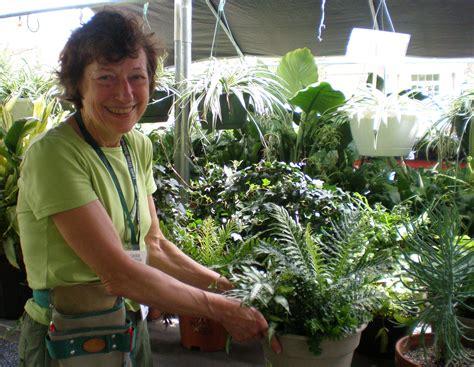 Botanical Gardens Volunteer Volunteer Botanical Gardens Volunteers In The Garden Small Toronto Botanical Gardentoronto