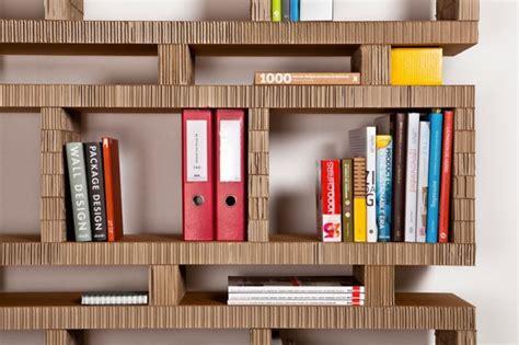 libreria di cartone librerie con materiale di recupero foto 20 40 design mag