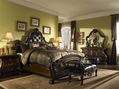 what is traditional style deluxe furniture traditional bedroom from wooden material and carved objeck in master bed near