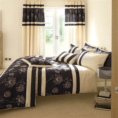 Bedroom Curtains And Drapes Give A Unique Look To Home With Bedroom Curtains Homedee
