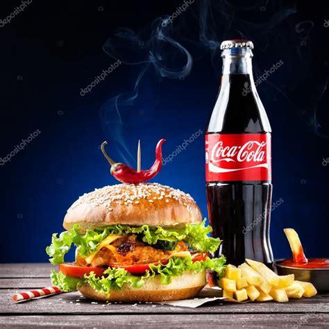 si鑒e coca cola hamb 250 rguer vegetariano e coca cola fotografia de stock