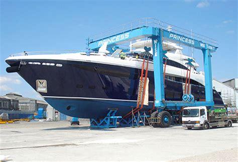 boat lift truck boat hoists marine hoists travel lifts