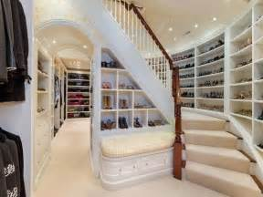 pictures of walk in closets pluses and minuses of walk in closets