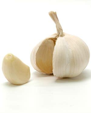 alimenti disintossicano il fegato curcuma aglio e carciofi gli alimenti disintossicano