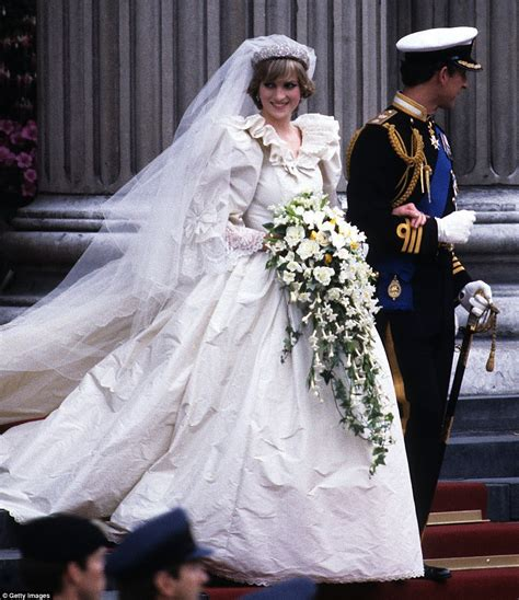 Dress Diana princess diana s wedding dress by elizabeth emanuel