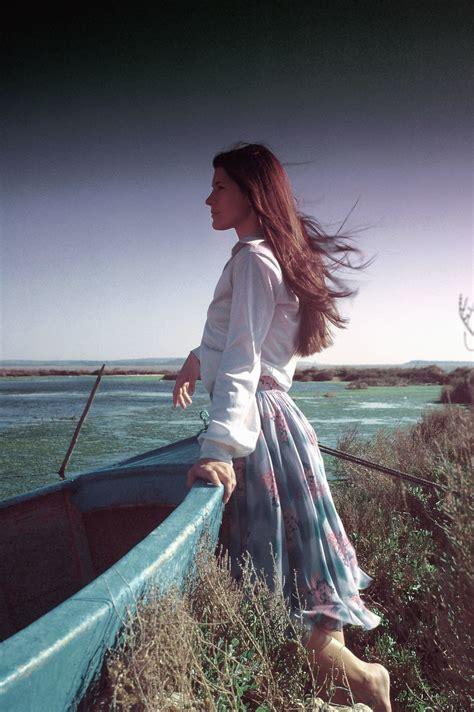 picture sea coast boat girl wind