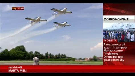 futura su sky la bandiera di we fly team nello spazio con futura