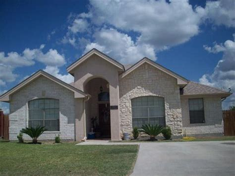 2672 crown view drive eagle pass tx 78852 foreclosed