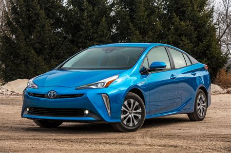 2019 Toyota Prius In Hybrid by 2019 Toyota Prius Review Trims Specs And Price Carbuzz