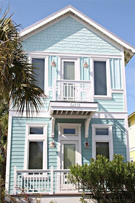 coastal side house cottages in 1000 ideas about house colors on house