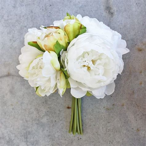 Looking For Wedding Flowers by Looking For White Wedding Flowers Check Out This