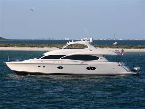 yacht boat lazzara boats lazzara yachts lmy 84 picture nr 54036