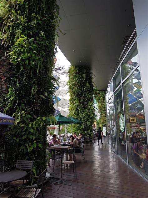 Architecture Inspiration centre commercial esplanade mur vegetal patrick blanc