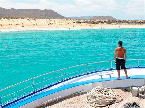 catamaran costa teguise descubre la graciosa en catamaran lanzarote excursiones