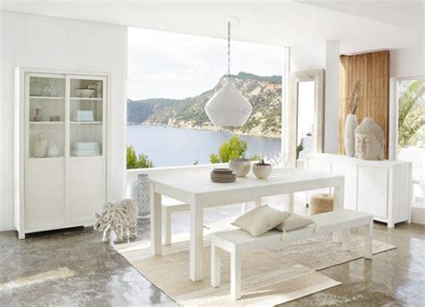 Möbel Alt Aussehen Lassen by Wei 223 Er Vitrinenschrank Sorgt F 252 R Stil Und Sch 246 Nheit Im Zimmer