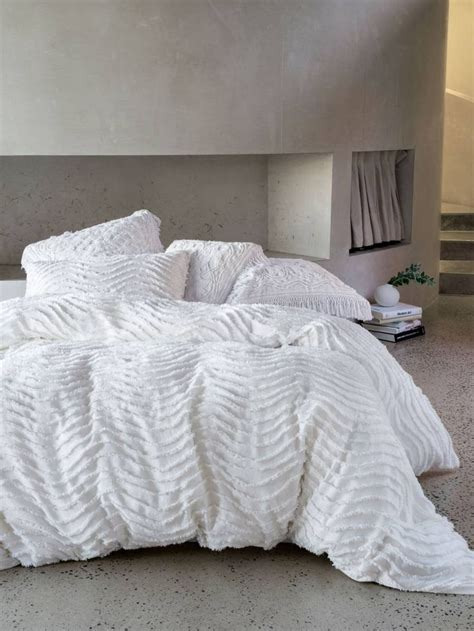 White Quilt Cover King by Best 25 White Duvet Covers Ideas On White Duvet Bedding White Duvet And White Bed